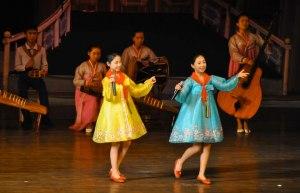 North Korean girls perfoming (busanhaps.com)